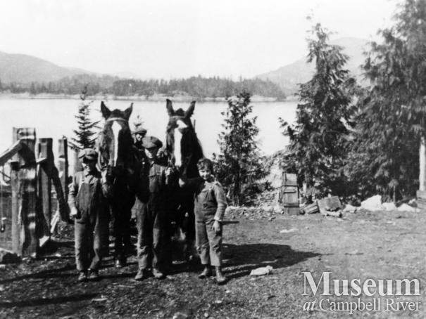 Keeling Children with horses on Read Island