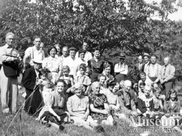Read Island Picnic in the late 1940s