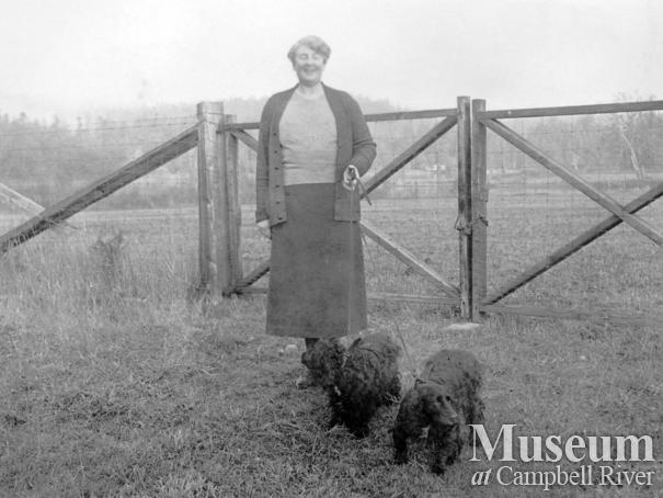 Amy Barrow with her Black Spaniels Rinnie and Nanette
