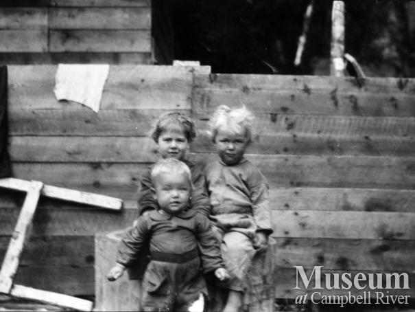 """August 19, 1925. Children against wall, on float.""  from August Schnarr's album"