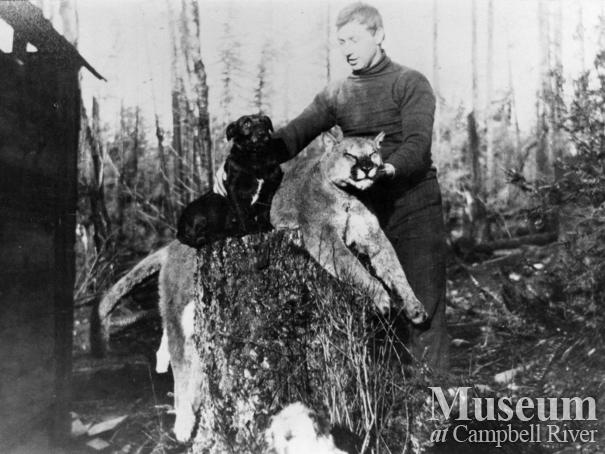 Herbert Pidcock with dog and dead cougar
