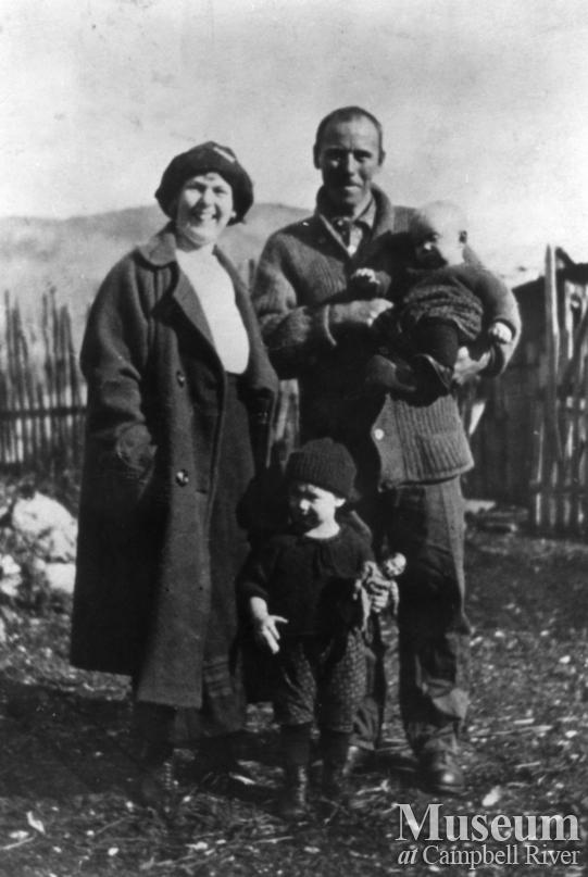 August and Zaida Schnarr with their two daughters