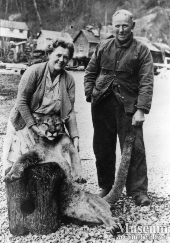 August Schnarr and Mrs. Williams with cougar shot by Schnarr