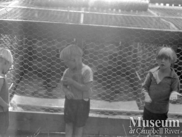 August and Zaida Schnarr's daughters in front of cages