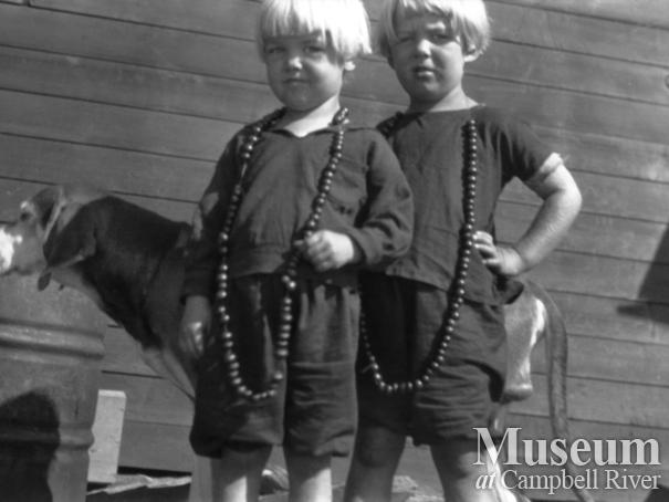 August and Zaida Schnarr's daughters wearing rosehip necklaces