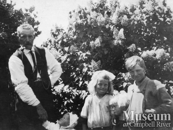 Hans Hansen of Port Neville with his children